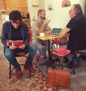 Oscar Peyrou, Ximo Rochera y Jesús García Cívico. Fotografía de Café 33